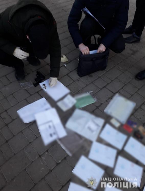 Николаевец продавал поддельные документы по всей Украине, - ФОТО , фото-4
