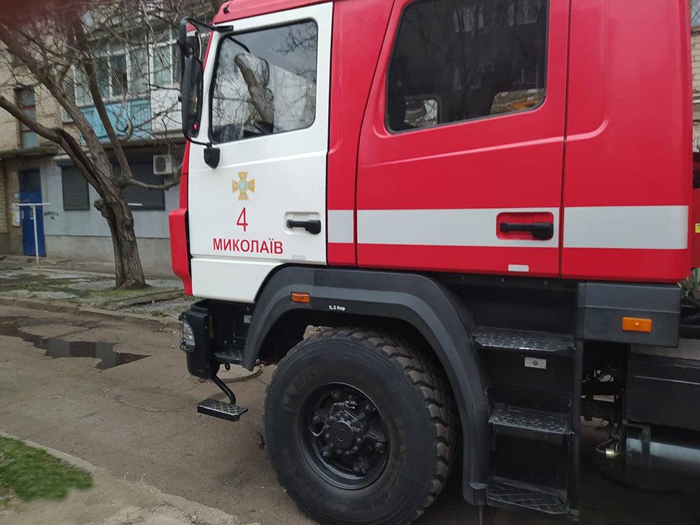 В Николаеве горела квартира - удалось спасти троих людей, - ФОТО, фото-1