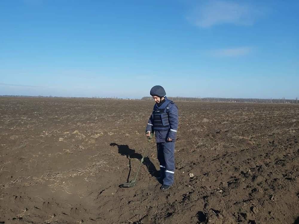 На Николаевщине местный житель нашел снаряд времён прошлых войн, - ФОТО, фото-2