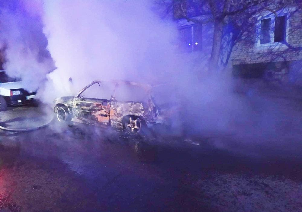 Ночью в Николаеве по неизвестной причине загорелось авто, - ФОТО, фото-2