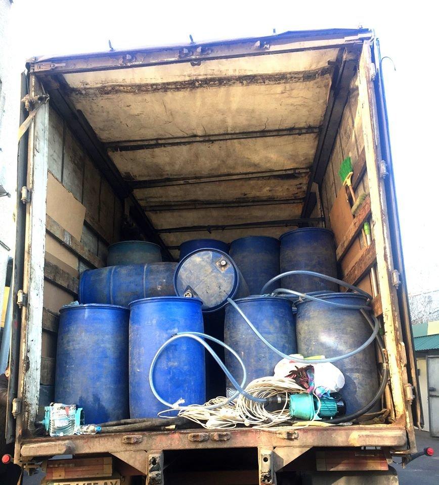 На Николаевщине в грузовике нашли 15 тонн спирта на 2,5 миллиона гривен, - ФОТО, фото-4