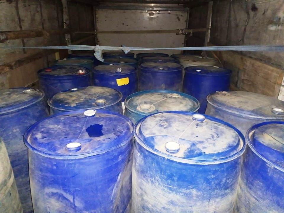 На Николаевщине в грузовике нашли 15 тонн спирта на 2,5 миллиона гривен, - ФОТО, фото-3