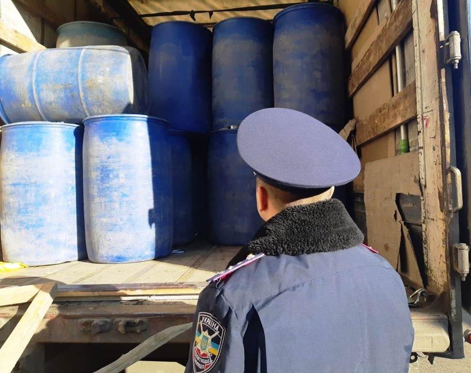 На Николаевщине в грузовике нашли 15 тонн спирта на 2,5 миллиона гривен, - ФОТО, фото-2