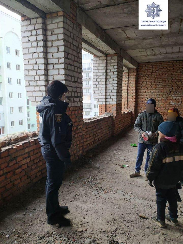 """Николаевские патрульные ловят детей, гуляющих по """"заброшкам"""", фото-2"""