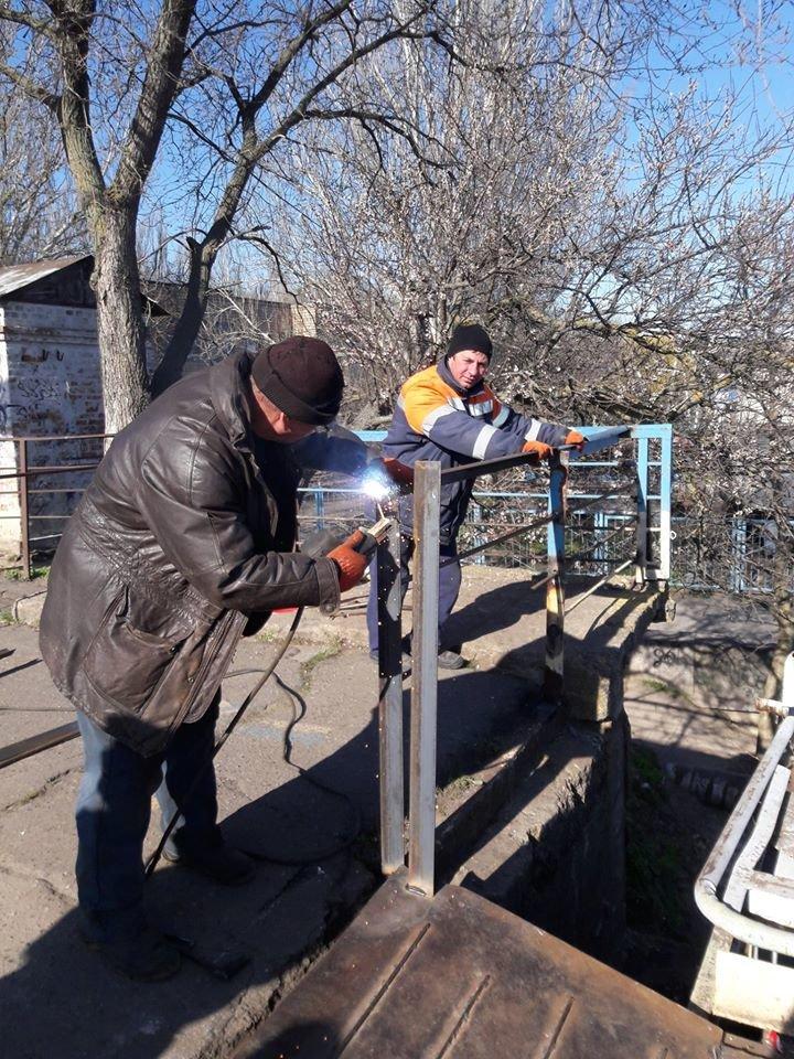 В Николаеве на понтонном мосту начали восстанавливать перила, - ФОТО, фото-3