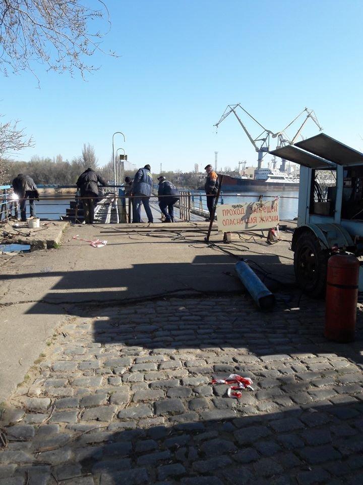 В Николаеве на понтонном мосту начали восстанавливать перила, - ФОТО, фото-5