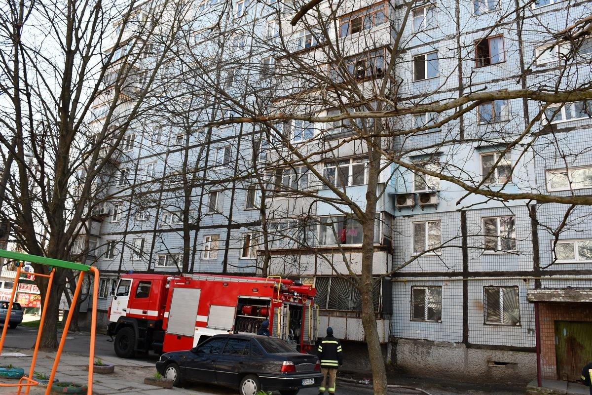 В Николаеве горел балкон квартиры в многоэтажном доме, - ФОТО, фото-2