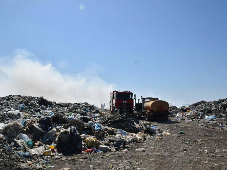 На Николаевщине уже почти сутки горит свалка ТБО, - ФОТО, фото-1