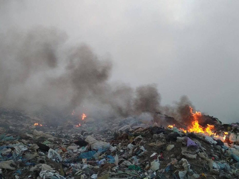 На Николаевщине уже почти сутки горит свалка ТБО, - ФОТО, фото-3
