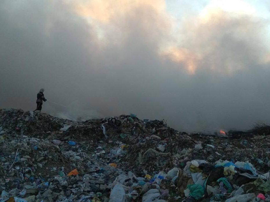 На Николаевщине уже почти сутки горит свалка ТБО, - ФОТО, фото-4