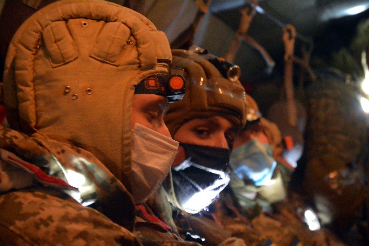 Во время карантина николаевские десантники отрабатывают прыжки с парашютом, - ФОТО, фото-2
