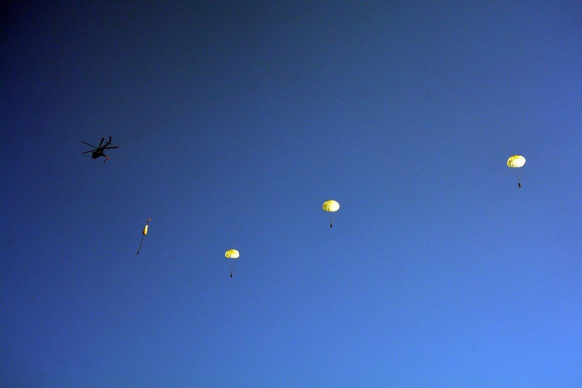 Во время карантина николаевские десантники отрабатывают прыжки с парашютом, - ФОТО, фото-8