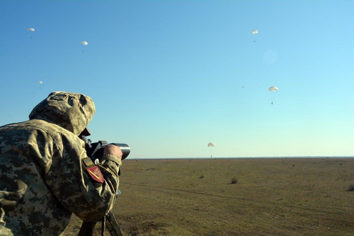 Во время карантина николаевские десантники отрабатывают прыжки с парашютом, - ФОТО, фото-10