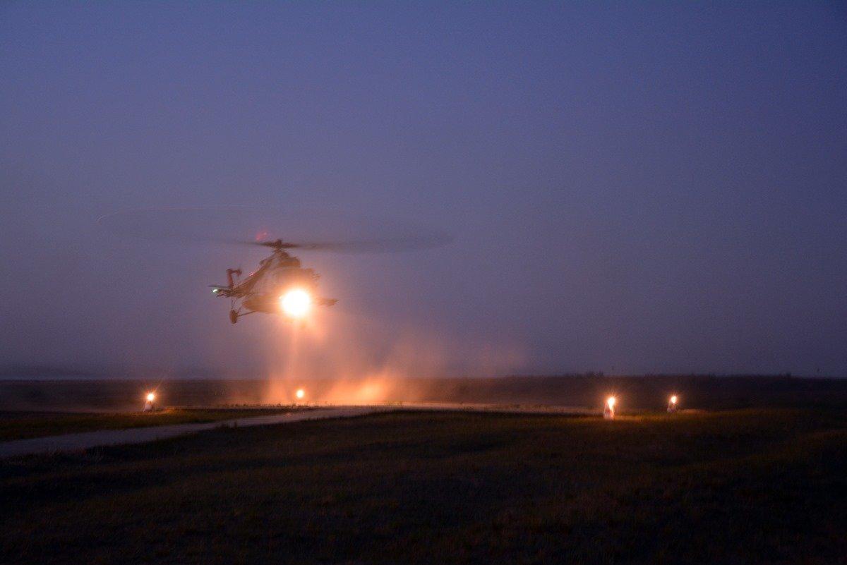 Во время карантина николаевские десантники отрабатывают прыжки с парашютом, - ФОТО, фото-13