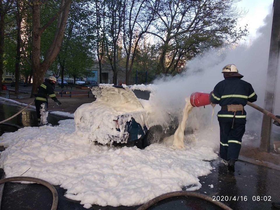 В Николаеве горело авто: причины устанавливаются, - ФОТО, фото-1