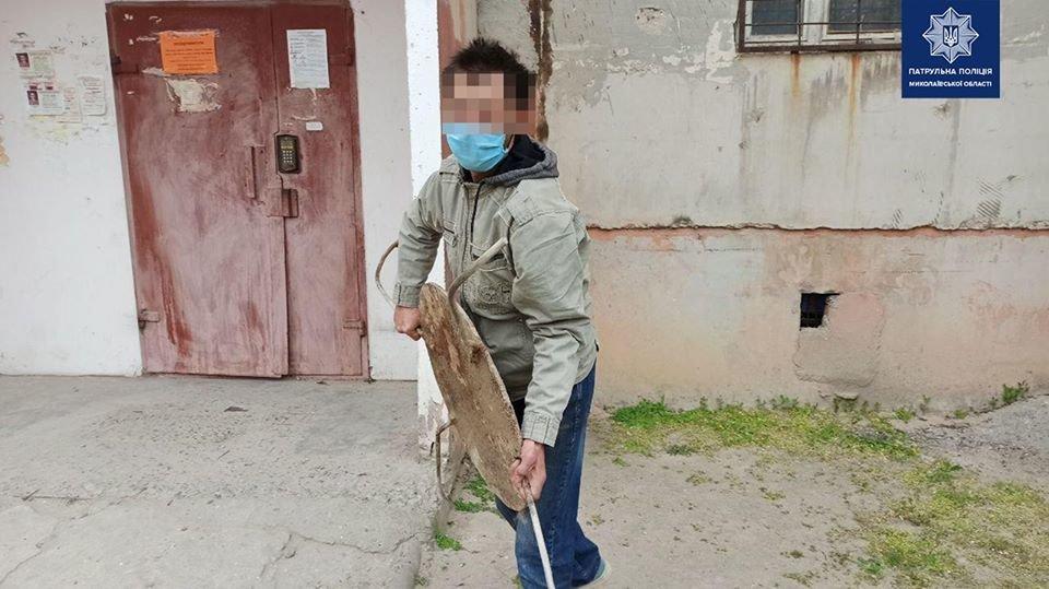 Нуждался в деньгах: в Николаеве мужчина украл люк, - ФОТО, фото-2