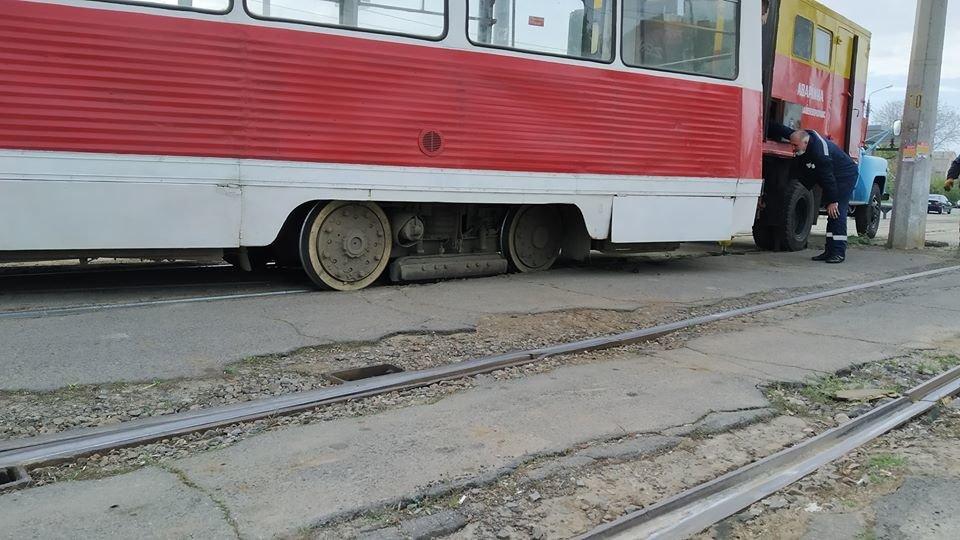 В центре Николаева трамвай сошел с рельс из-за неисправной стрелки, - ФОТО, фото-4