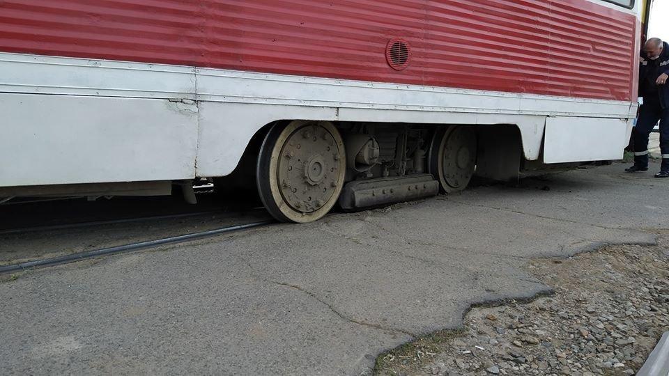 В центре Николаева трамвай сошел с рельс из-за неисправной стрелки, - ФОТО, фото-5