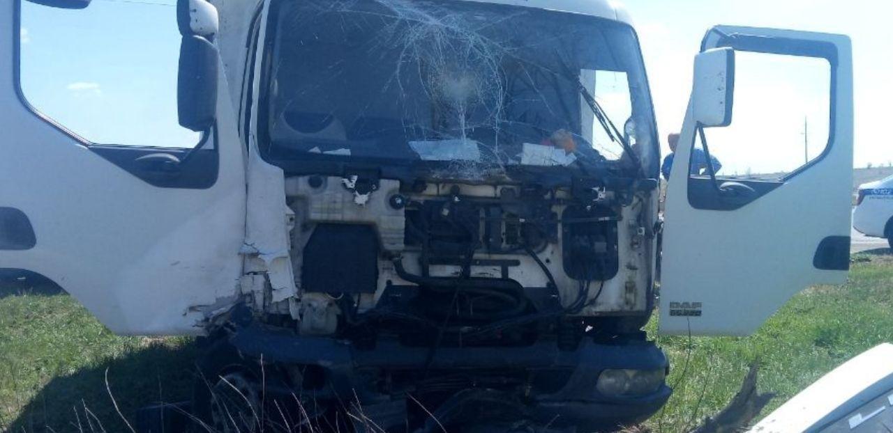 На въезде в Николаев грузовик влетел в припаркованную легковушку, - ФОТО, фото-6