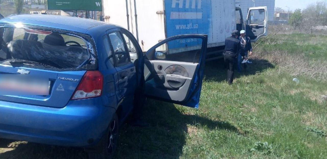 На въезде в Николаев грузовик влетел в припаркованную легковушку, - ФОТО, фото-8