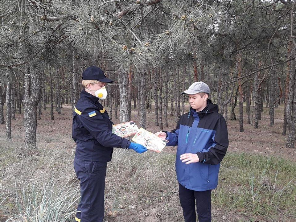 Несмотря на запрет николаевцы отдыхали в лесах, а спасатели напомнили им о пожарной безопасности, - ФОТО, фото-6
