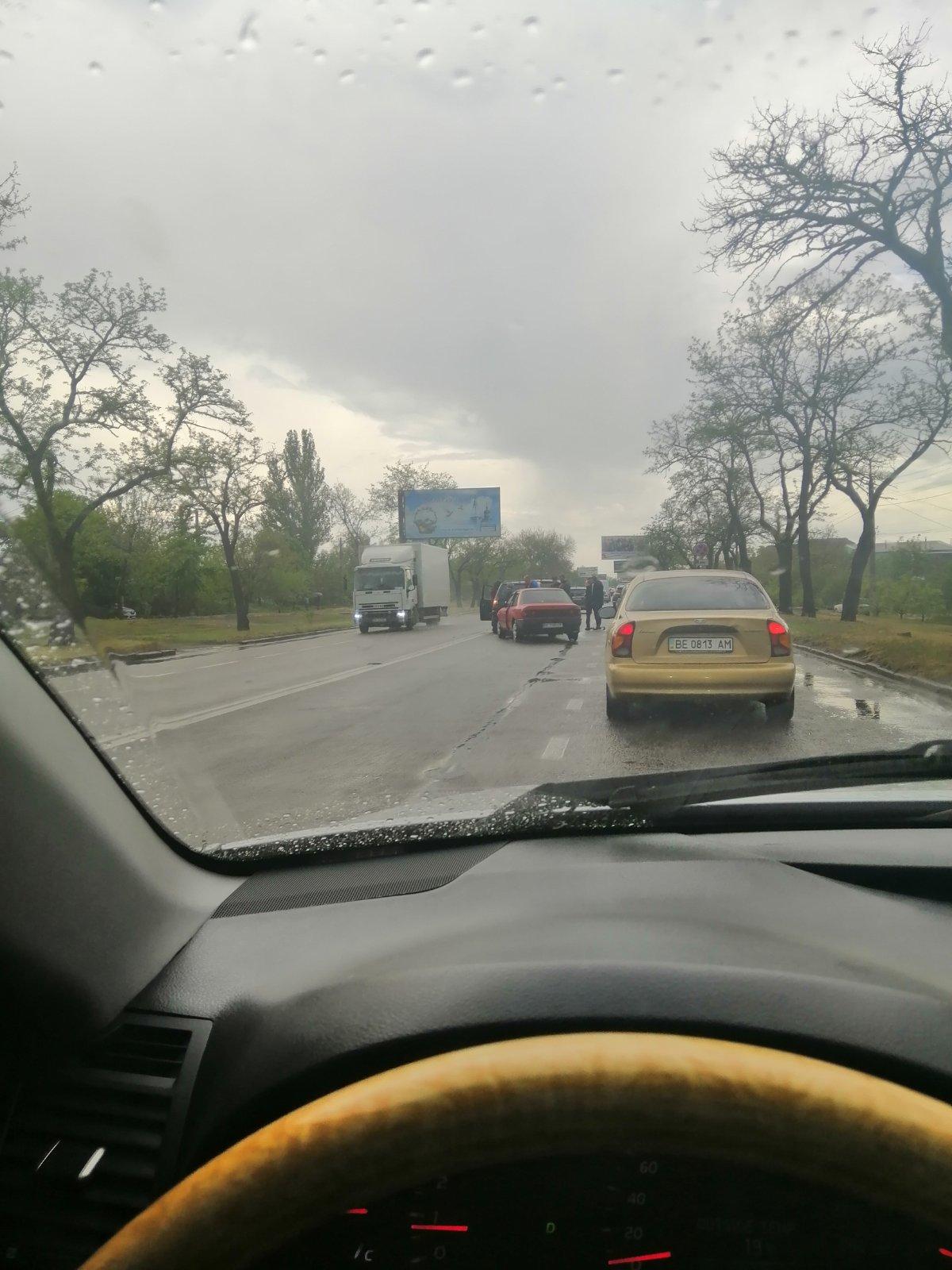 В Николаеве столкнулись иномарки: движение затруднено, фото-1