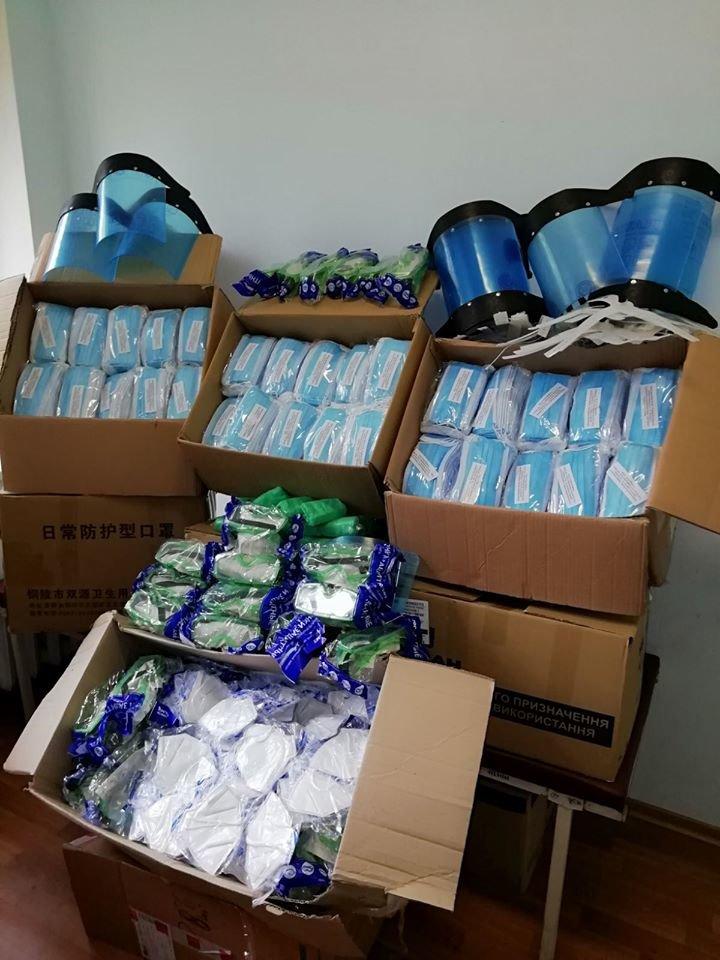 В учреждения здравоохранения города продолжают доставлять средства индивидуальной защиты, фото-2