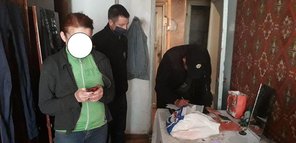 Грязь и нет еды: на Николаевщине составили протокол на двух матерей, которые пили дома, - ФОТО, фото-1