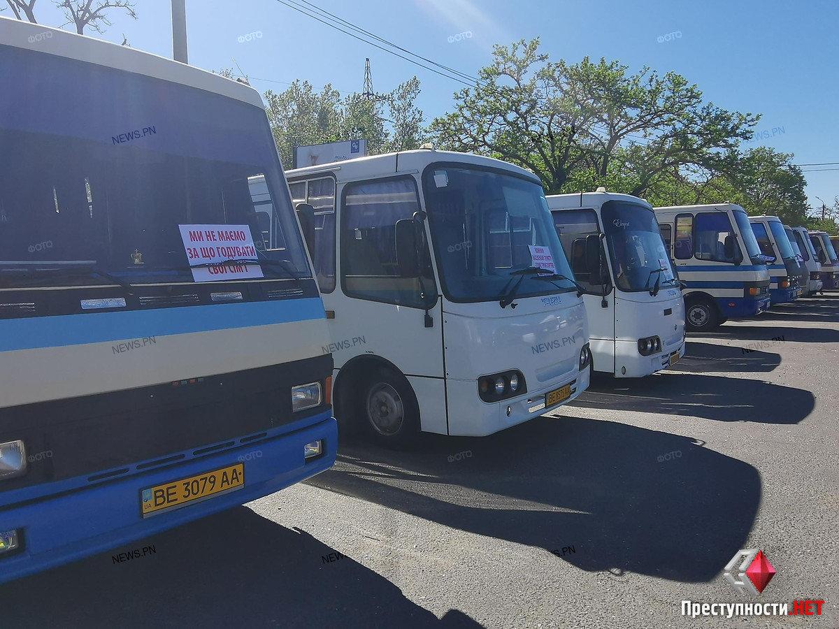 На николаевском автовокзале перевозчики требуют разблокировать междугороднее сообщение, фото-5