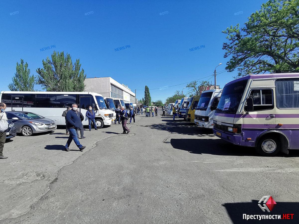 На николаевском автовокзале перевозчики требуют разблокировать междугороднее сообщение, фото-6