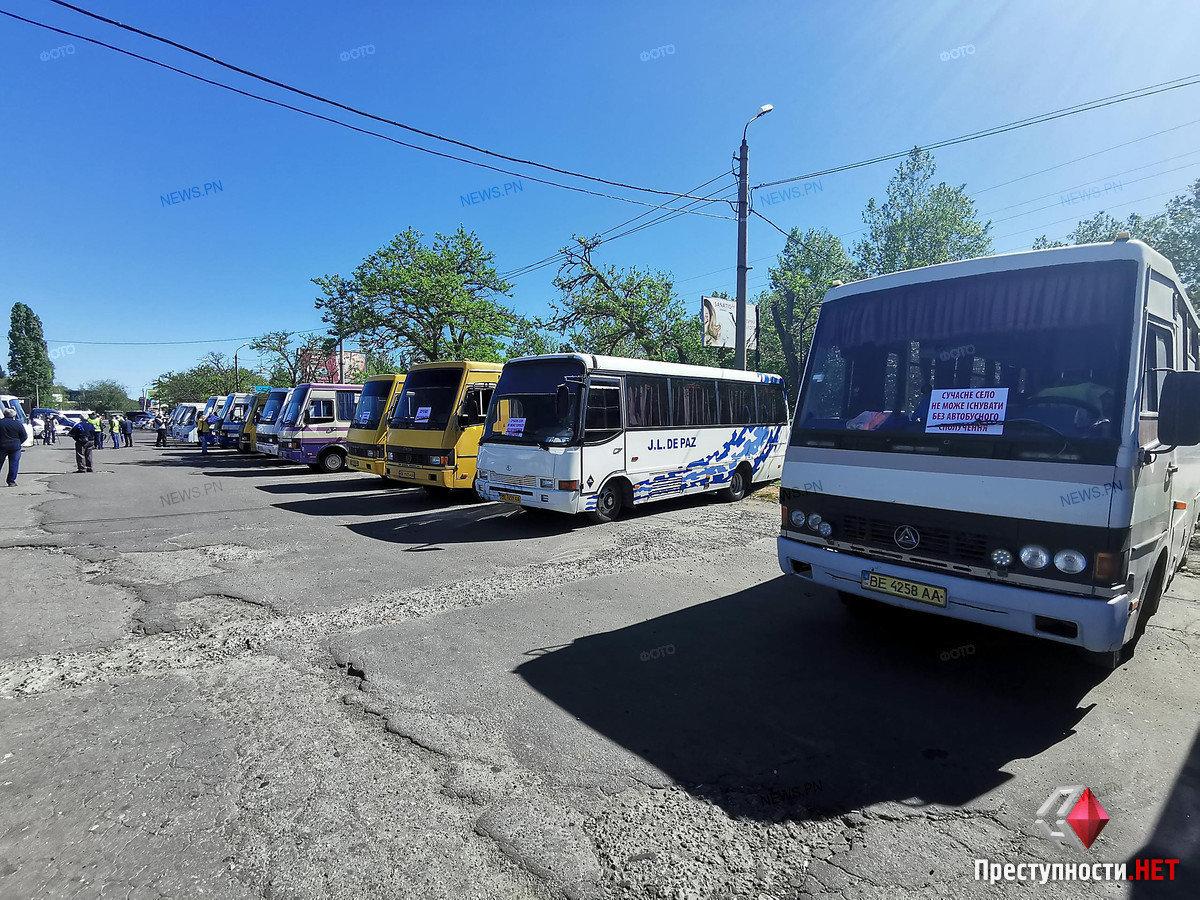 На николаевском автовокзале перевозчики требуют разблокировать междугороднее сообщение, фото-7