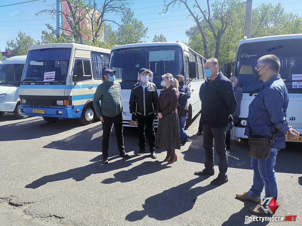 На николаевском автовокзале перевозчики требуют разблокировать междугороднее сообщение, фото-8