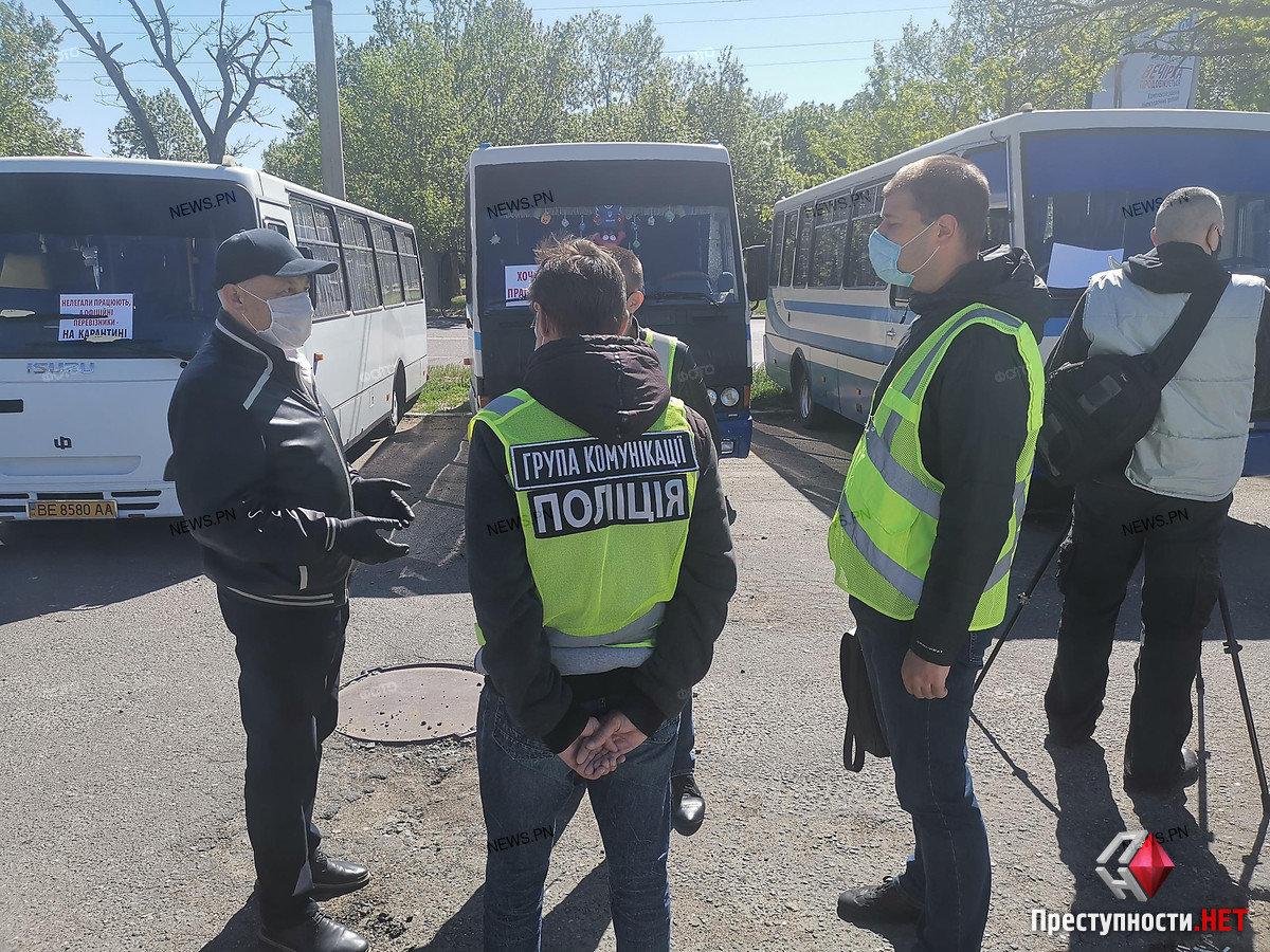 На николаевском автовокзале перевозчики требуют разблокировать междугороднее сообщение, фото-9
