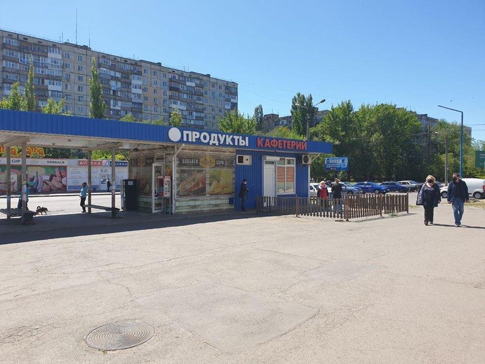 В Николаеве во время демонтажа МАФов несогласные предприниматели вылезли на крышу, - ФОТО, фото-2