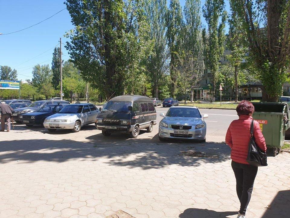 В Николаеве во время демонтажа МАФов несогласные предприниматели вылезли на крышу, - ФОТО, фото-3