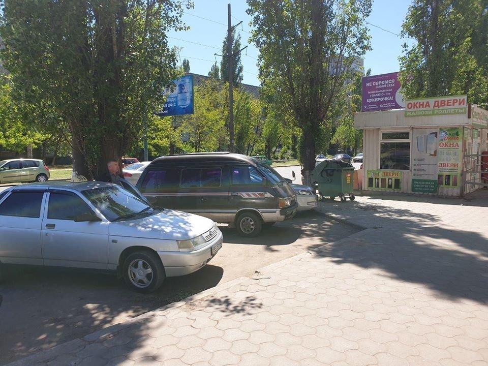 В Николаеве во время демонтажа МАФов несогласные предприниматели вылезли на крышу, - ФОТО, фото-4
