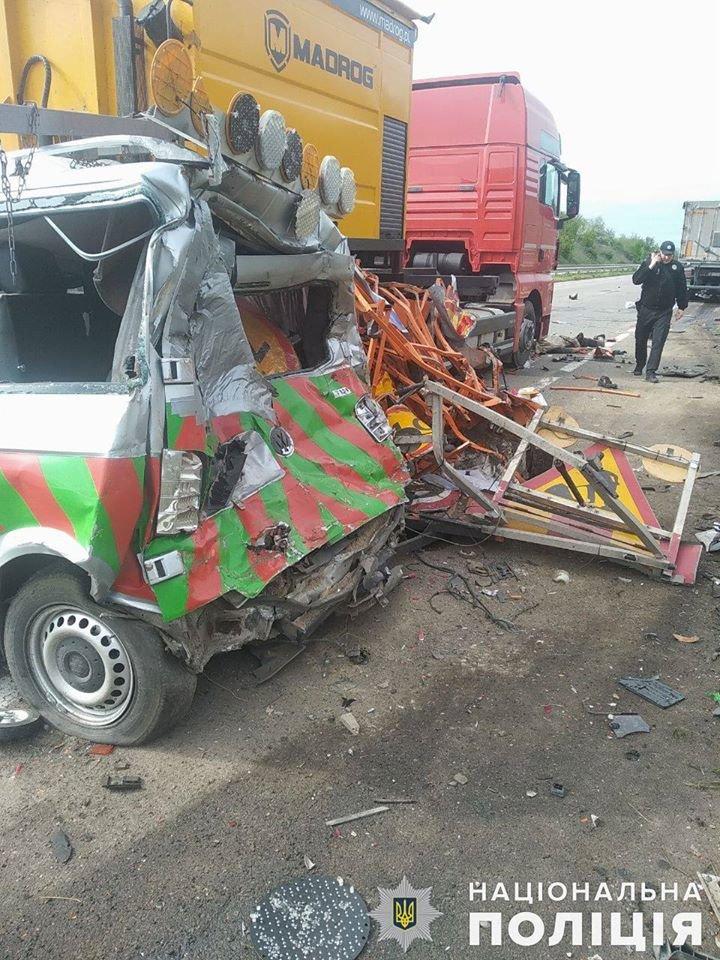 На трассе под Николаевом столкнулись MAN и микроавтобус: есть погибший, - ФОТО, фото-4