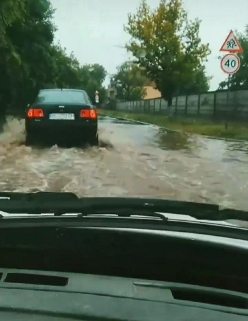 Из-за сильного дождя улицы в Николаеве подтопило, - ФОТО, фото-5