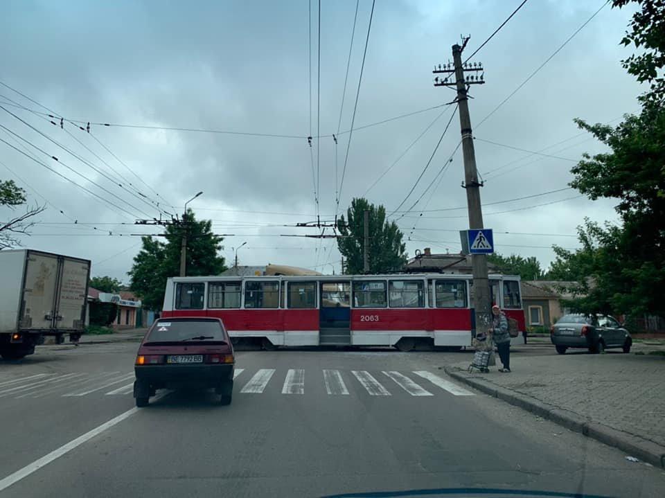 В Николаеве фура врезалась в трамвай, - ФОТО, фото-1