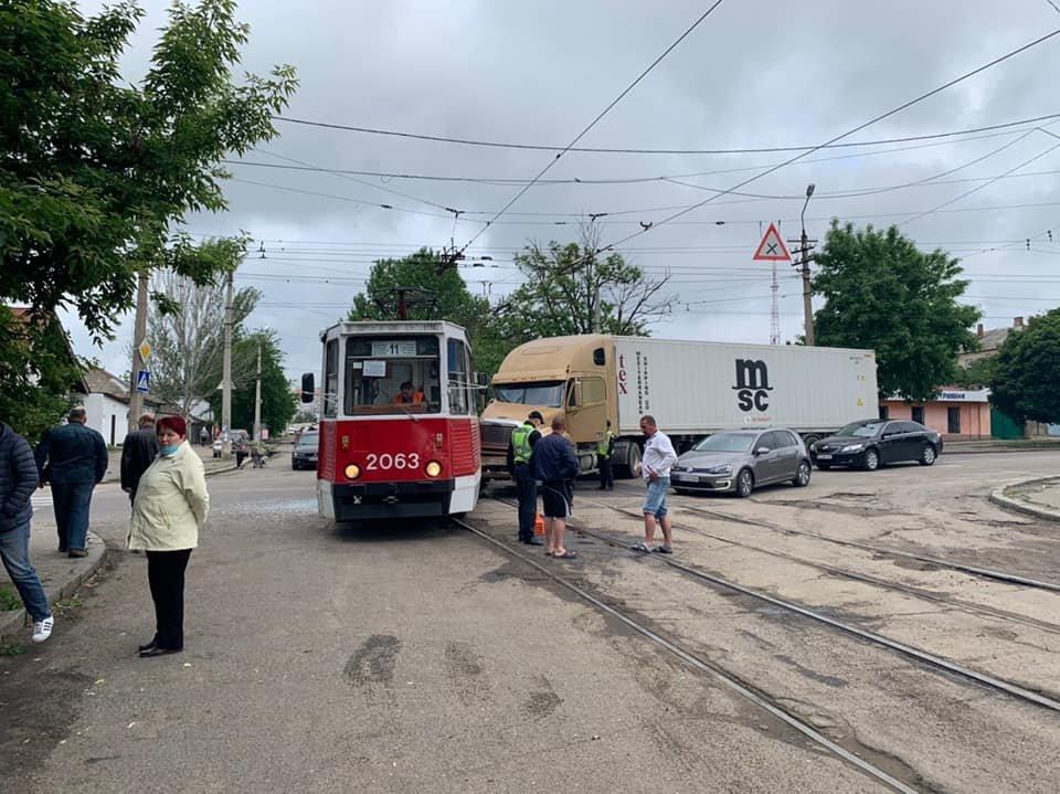 В Николаеве фура врезалась в трамвай, - ФОТО, фото-3