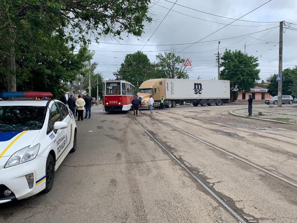 В Николаеве фура врезалась в трамвай, - ФОТО, фото-2