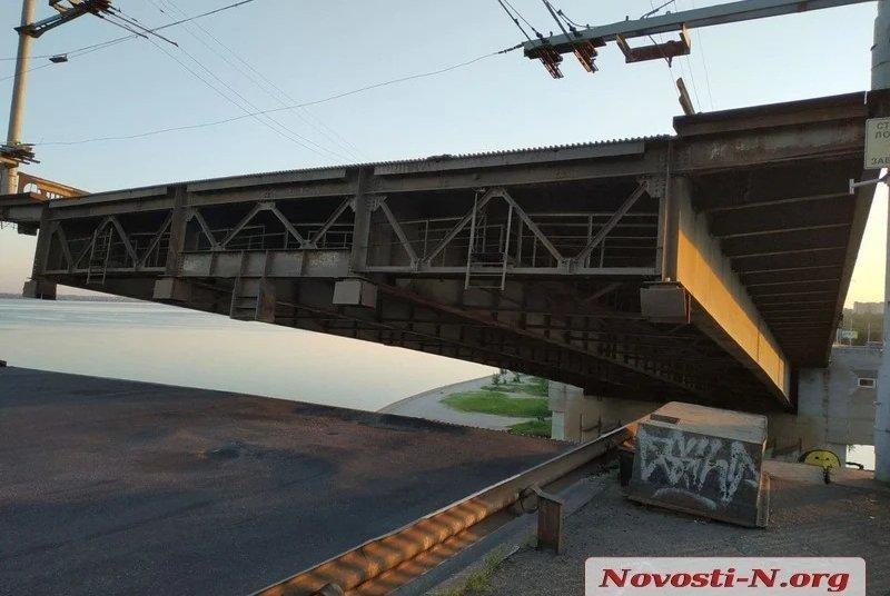 В Николаеве самопроизвольно развелся Ингульский мост, фото-1