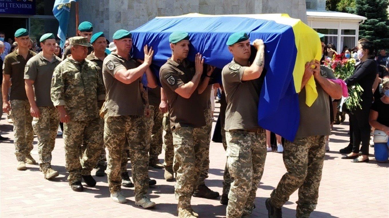 На Николаевщине простились с 18-летнем бойцом, который погиб на Донбассе, - ФОТО, фото-18