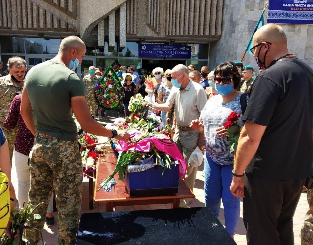 На Николаевщине простились с 18-летнем бойцом, который погиб на Донбассе, - ФОТО, фото-12