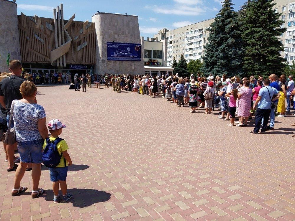 На Николаевщине простились с 18-летнем бойцом, который погиб на Донбассе, - ФОТО, фото-17