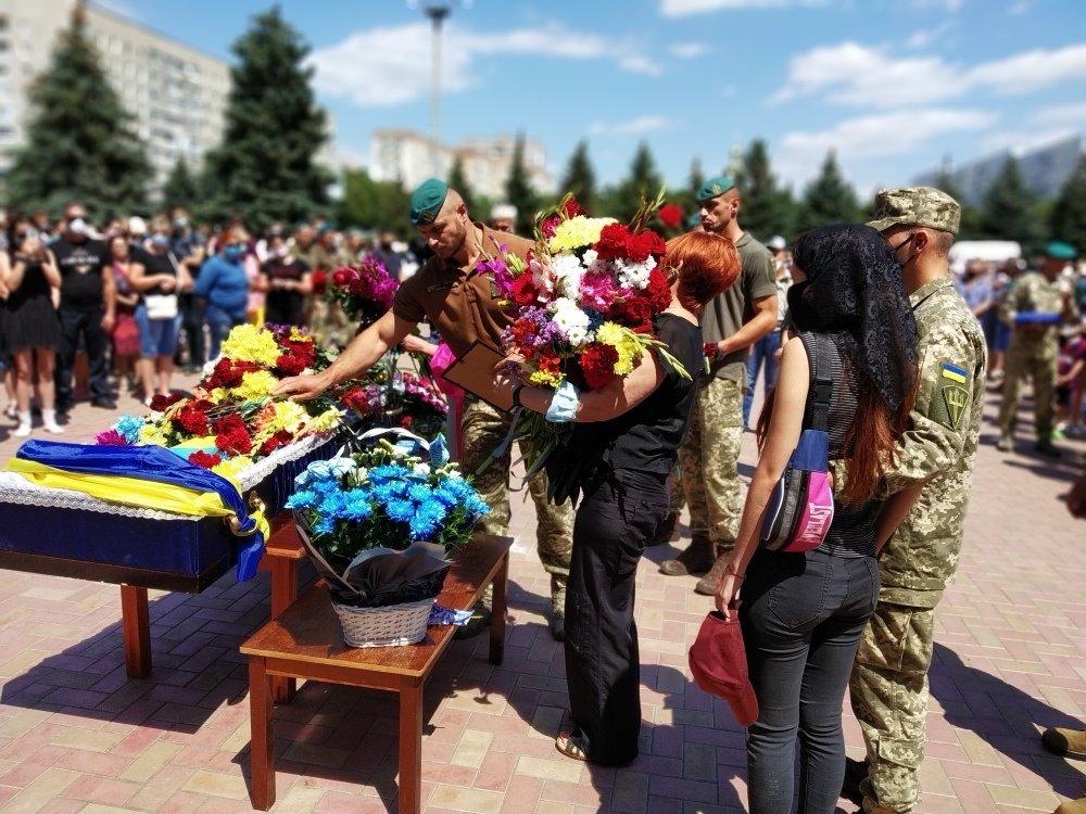 На Николаевщине простились с 18-летнем бойцом, который погиб на Донбассе, - ФОТО, фото-4