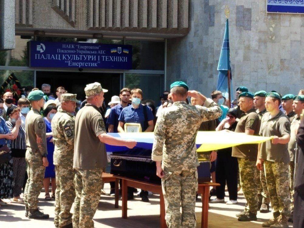 На Николаевщине простились с 18-летнем бойцом, который погиб на Донбассе, - ФОТО, фото-6