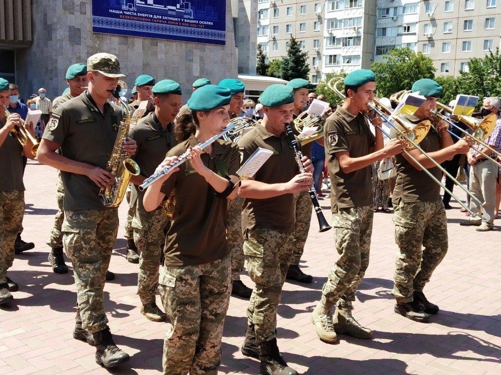 На Николаевщине простились с 18-летнем бойцом, который погиб на Донбассе, - ФОТО, фото-3
