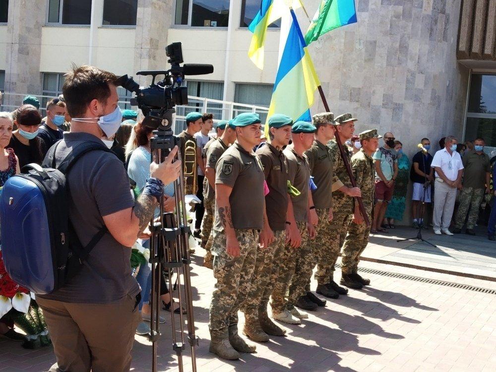 На Николаевщине простились с 18-летнем бойцом, который погиб на Донбассе, - ФОТО, фото-15