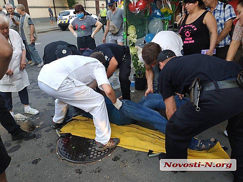 В центре Николаева мужчина избил табуреткой посетителя кафе, фото-3